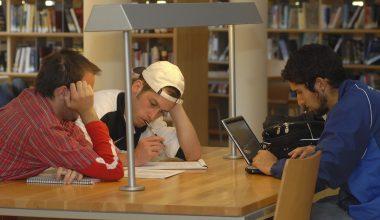 UAI entrega Beca Total para alumnos de hasta el sexto decil