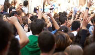Historiador Micheal Burleigh analizó el ascenso del populismo