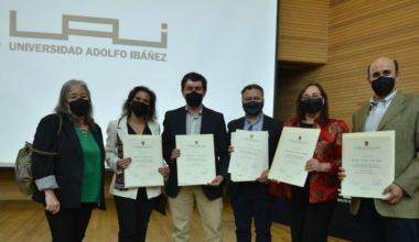 Estudiantes graduados/as de Magíster de la Escuela de Psicología reciben sus diplomas